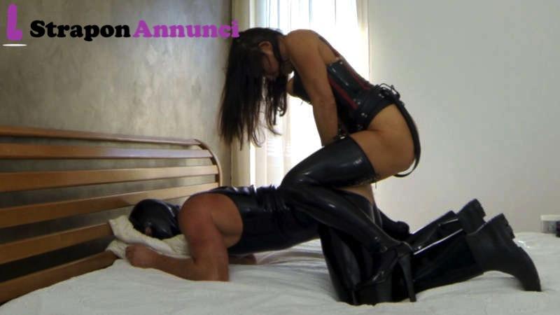 Realizza i tuoi desideri BDSM con straponannunci.it